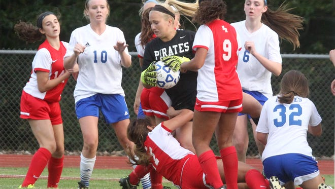 Pearl River beat North Rockland 1-0 in girls' soccer at Pearl River Sept. 21, 2015.
