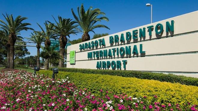 A sign welcoming travelers to Florida's Sarasota Bradenton International Airport.