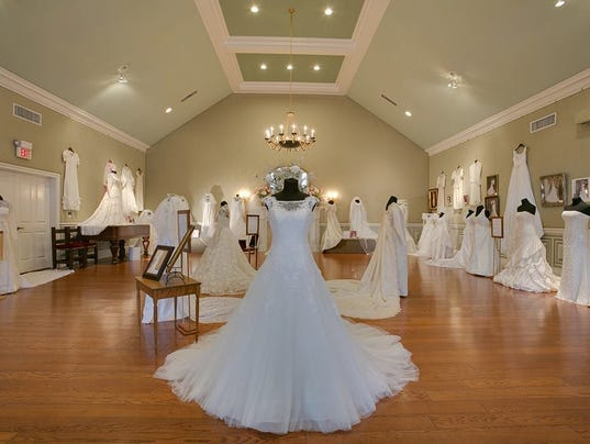 Oaklands exhibit to feature WSMV\'s Kalodimos\' wedding gown