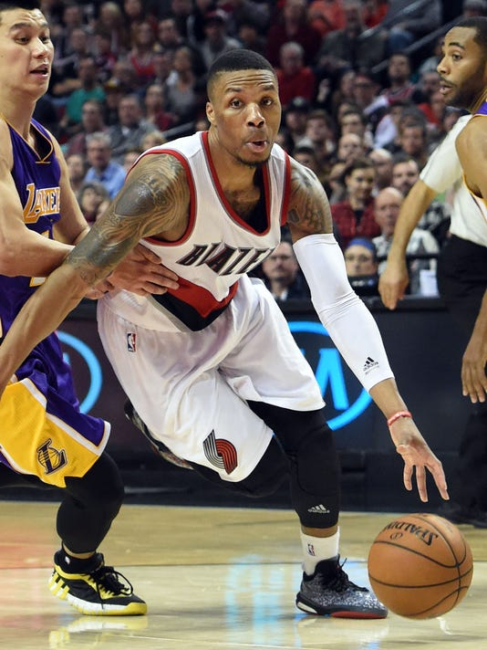 e430f92cd3f Damian Lillard pours in 39 to rally Blazers past Lakers