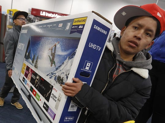 Shoppers wait to make purchases at a Best Buy on Black Friday in Dartmouth, Mass., Friday, Nov. 24, 2017. (Peter Pereira/Standard Times via AP)