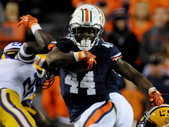 Auburn running back Cameron Artis-Payne gets by LSU