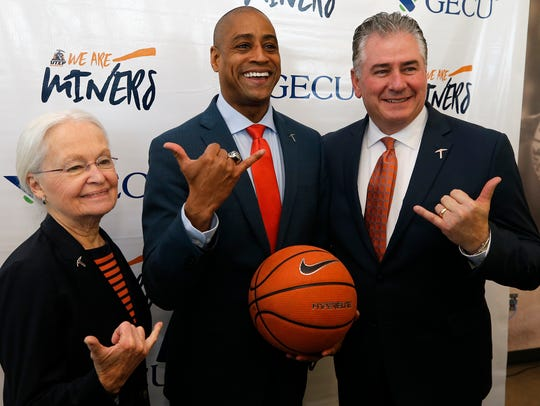 Rodney Terry, center, was named the 19th head basketball