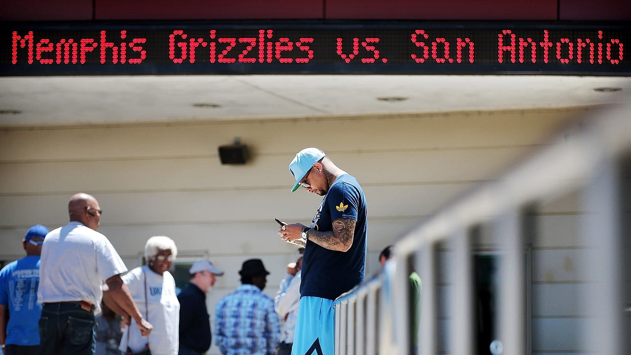 Grizzlies fans line up for playoff tickets