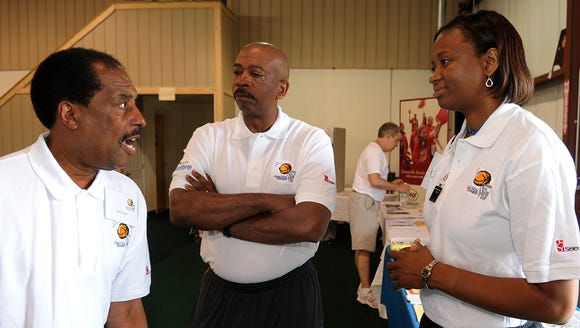 LaCheryl Smith, right, shown with former player and