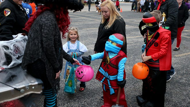 There are some basic safety guidelines that everyone can take to keep kids safe on Halloween.