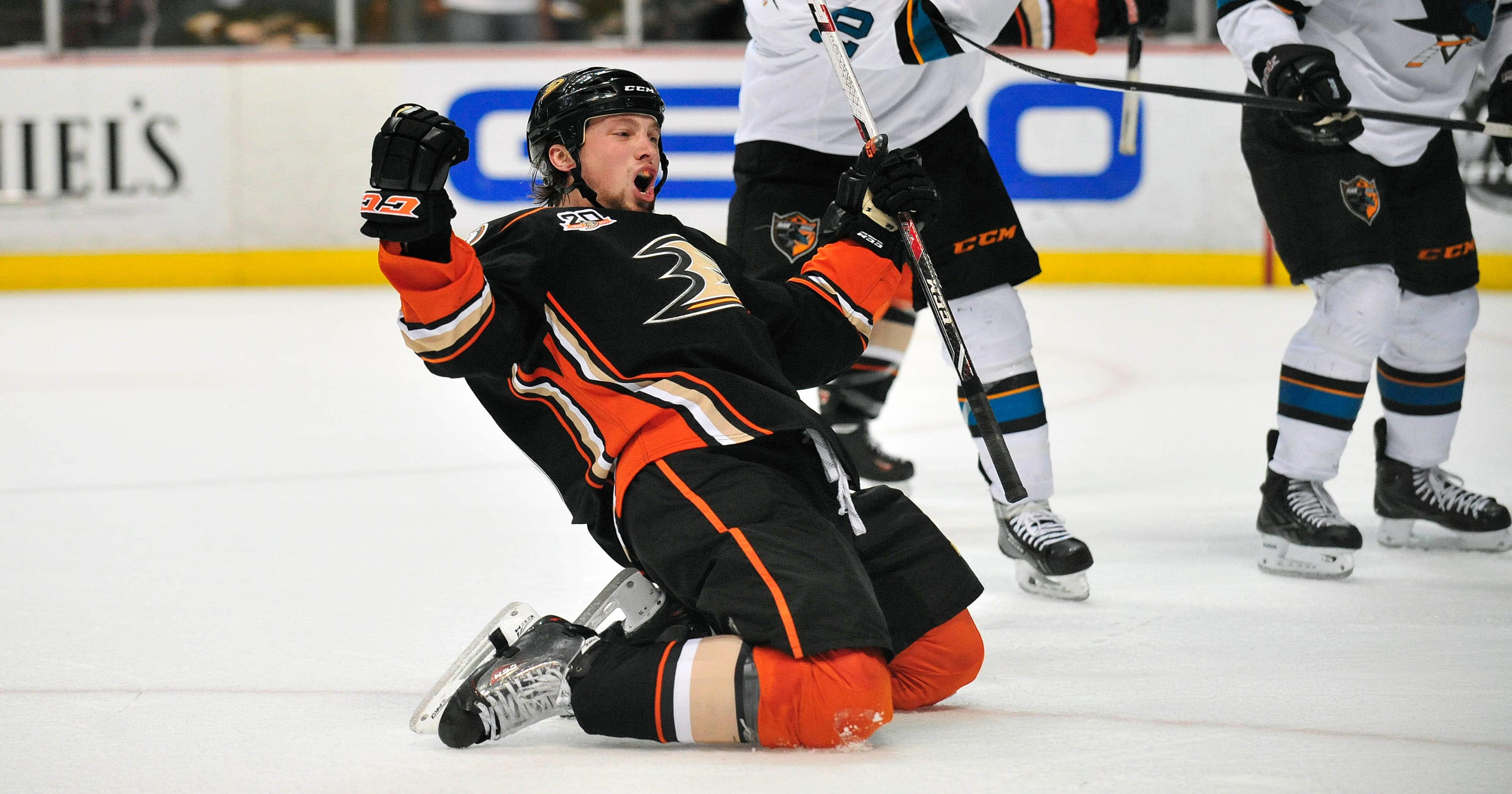 ffac3cf93 Ducks rout Sharks for 11th win in 12 games