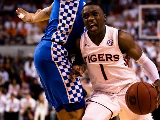 Auburn Tigers guard Jared Harper (1) drives against