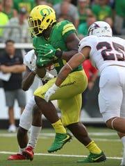 Oregon's Royce Freeman, center, scores a touchdown