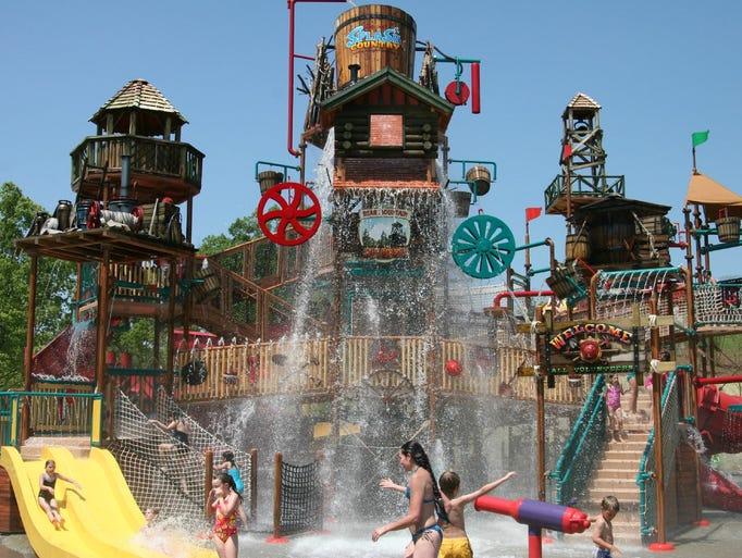 Tripadvisor rates the usa 39 s top water parks for Pool show usa
