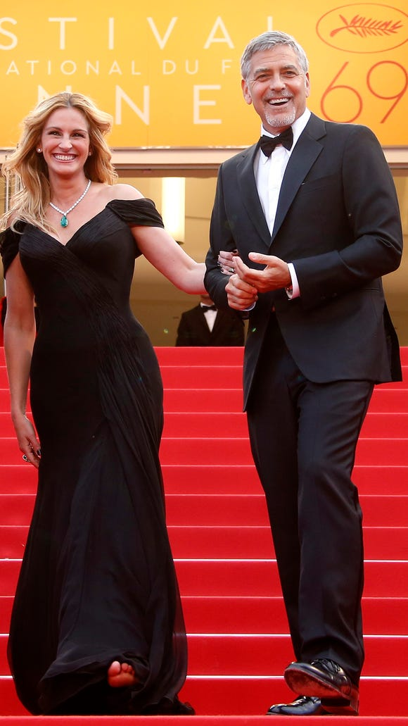 Shoeless julia roberts walked the cannes carpet in bare feet julia roberts lets her bare feet voltagebd Choice Image