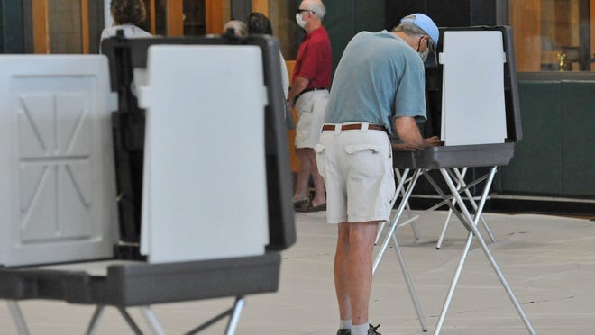 John Sheff of Marshfield marks his ballot during the state primary early voting at Marshfield High School on Monday, Aug. 24, 2020. Tom Gorman/For The Patriot Ledger