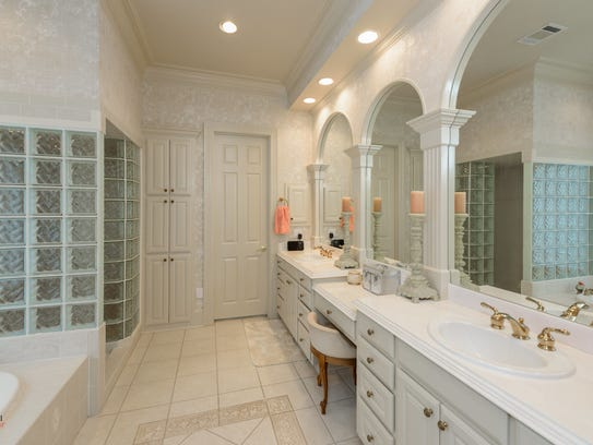 The master bathroom at 7717 Creswell Road.