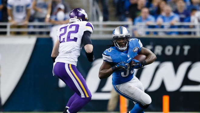 Detroit Lions running back Joique Bell (35) runs the ball chased by Minnesota Vikings free safety Harrison Smith (22) on Dec. 14, 2014.