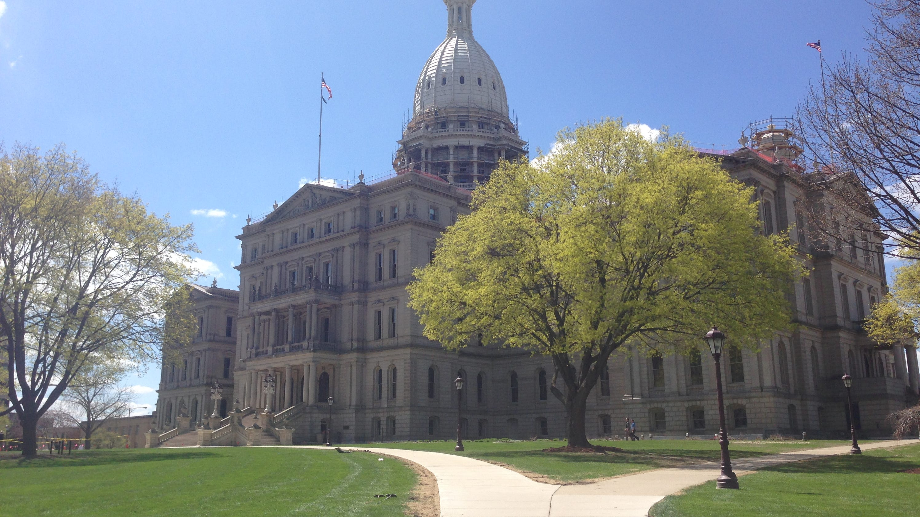 senate votes 22 15 to repeal prevailing wage laws. Black Bedroom Furniture Sets. Home Design Ideas