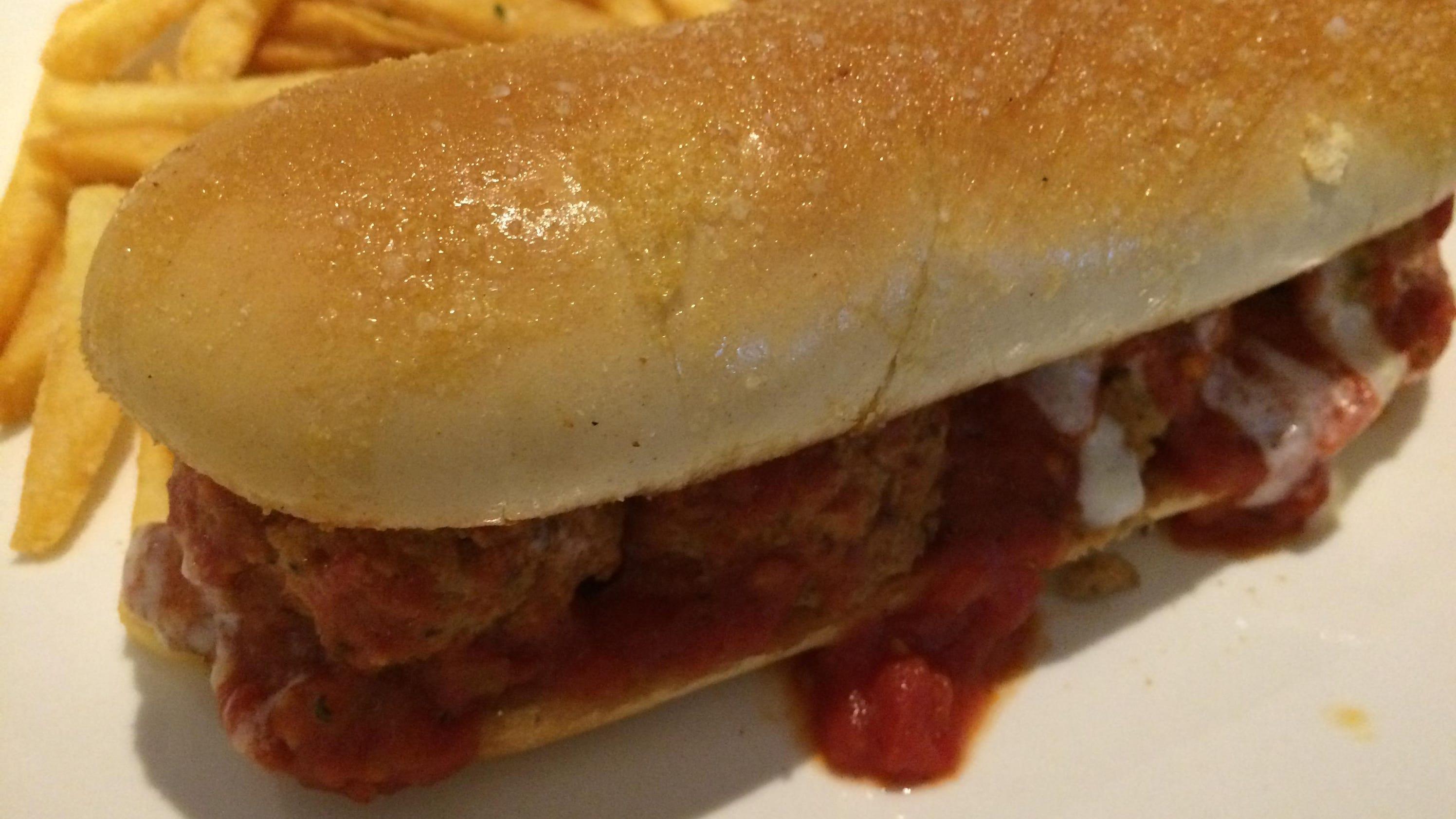 Jlb Rates Olive Garden 39 S Breadstick Sandwich In 3 Tweets