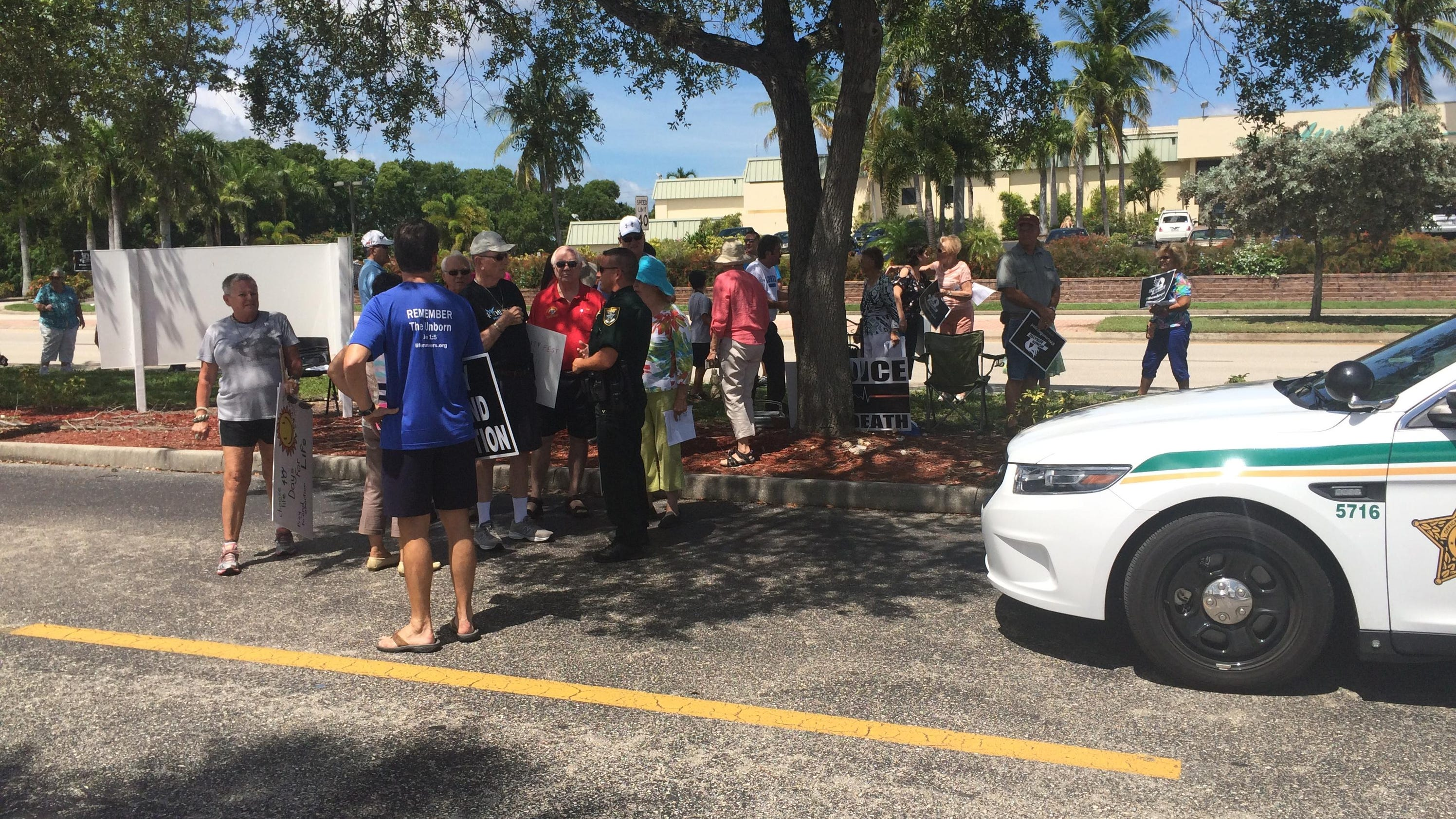 Fort myers planned parenthood becomes center of protest for Global motors fort myers florida