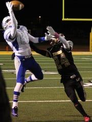 Waylon Mendoza makes a one-handed catch Friday night