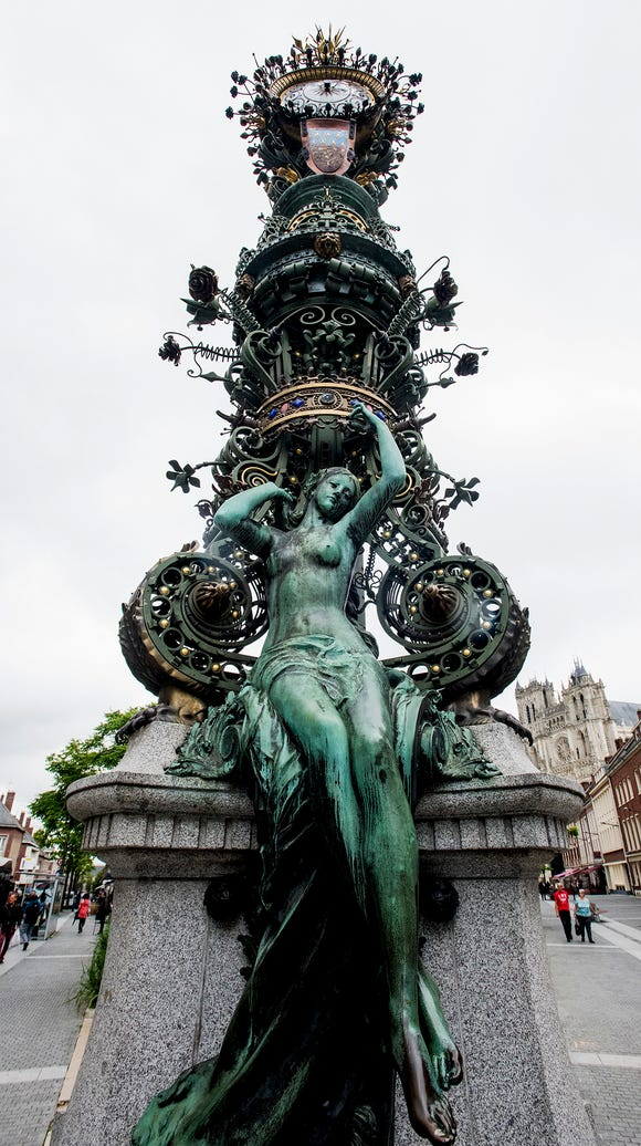 Marie-Sans-Chemise (Marie shirtless) clock in Amiens,
