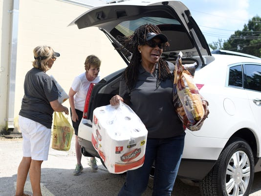 636402282210439600-Harvey-Donations-5.jpg