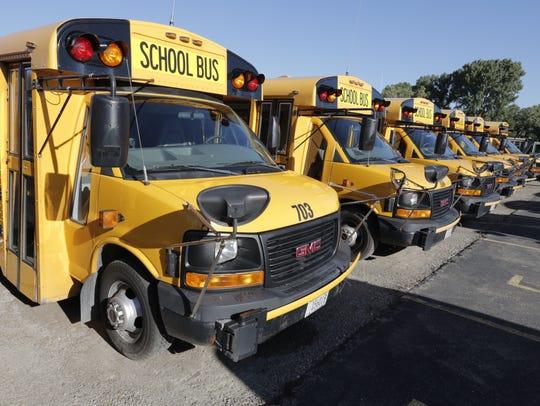 Wisconsin school buses will begin using an eight-light