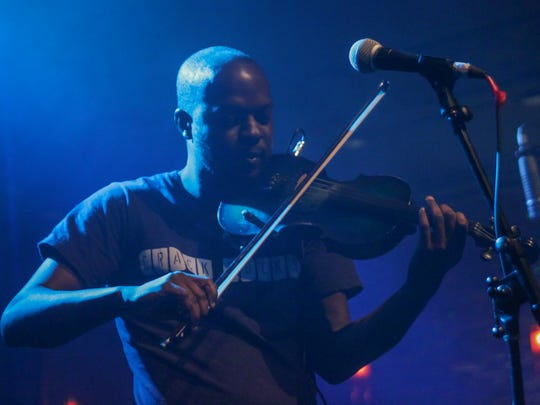"Ashanti Floyd — ""The Mad Violinist"" — will perform at Vinyl Music Hall on Friday and Saturday nights."