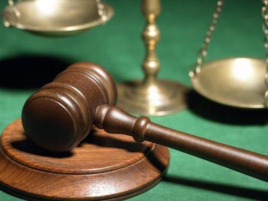 635833648008574830-court-gaval