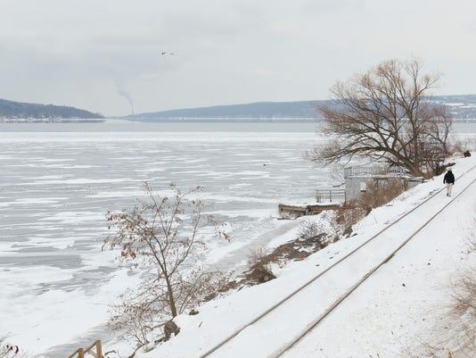 20150226_Cayuga_Lake_Frozen_sw