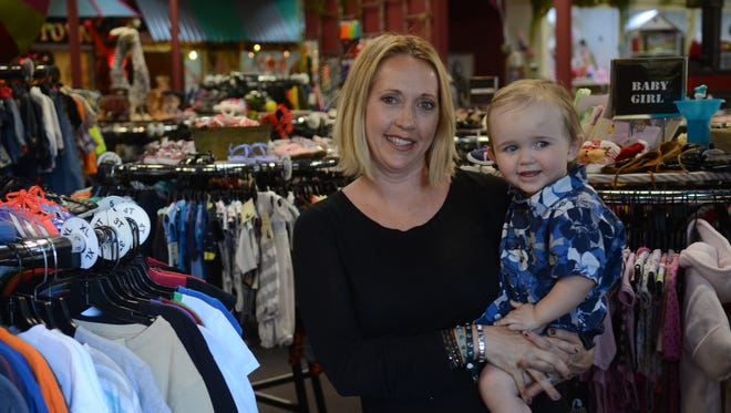 Sippee's owner Terri Hull, seen with her son, is collecting donations to help the family of a woman and her unborn child who died in a crash last week.