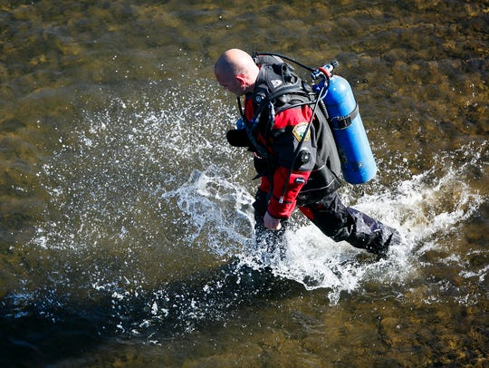A diver from Linn County Sheriff's Water Rescue and