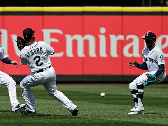 A ball that dropped between Mariners center fielder Dee Gordon, right, and shortstop Jean Segura allowed a Houston run to score.
