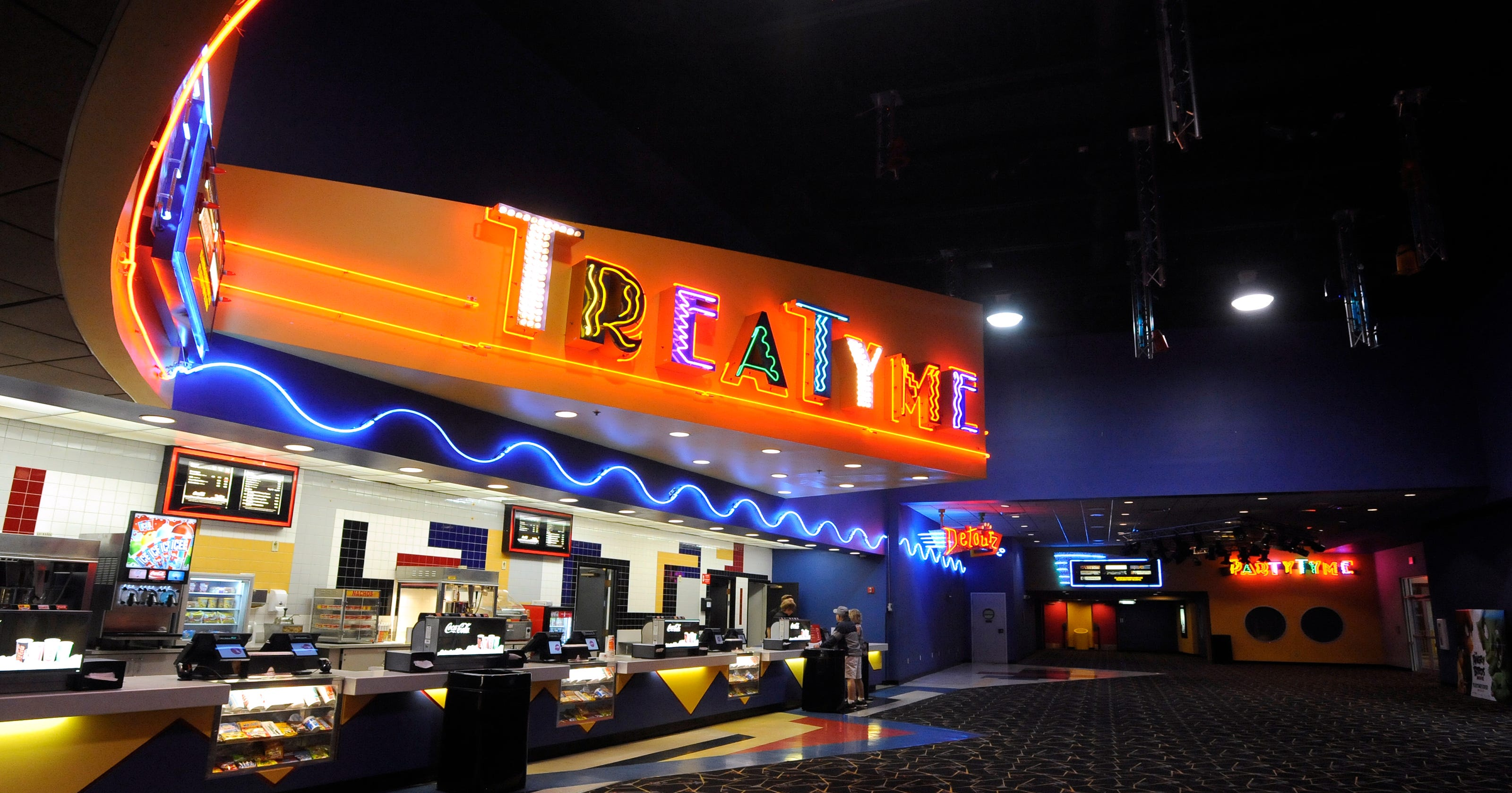 Amc Theater Opens At Indian Mound Mall