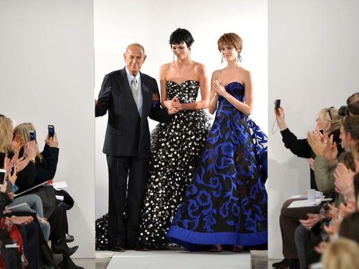 Designer Oscar De La Renta and Model Karlie Kloss pose