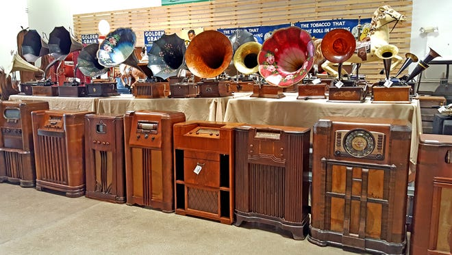 More than 30,000 items, including old phonographs, from Smitty's Antiques Museum in Mayer will be auctioned off in Glendale after the museum closed in July.