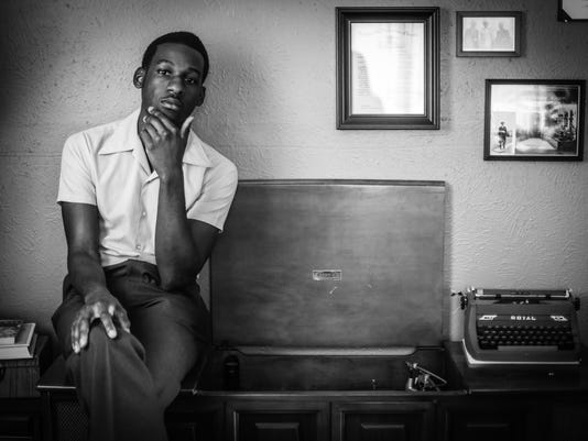 636069648769993788-Leon-Bridges-press-photo-2---record-player---photo-credit-rambo.jpg