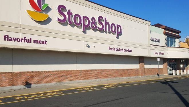 Stop and Shop in the Raritan Mall will be closing forever at 5 p.m. Thursday. With the store's closing, there will be at least 10 vacancies in the shopping center off Route 206.