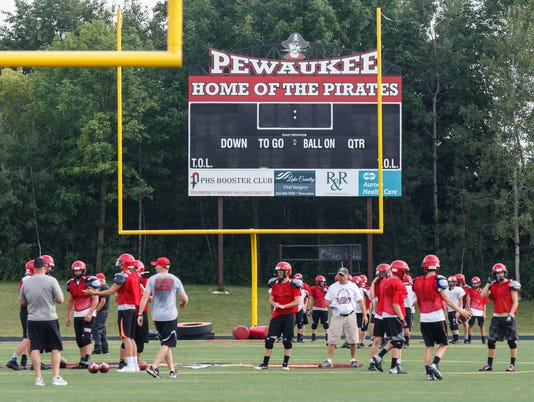 PHS_football-practice_0642