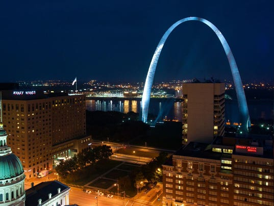 635869216117988267-G-Harper-St.-Louis-at-night.jpg