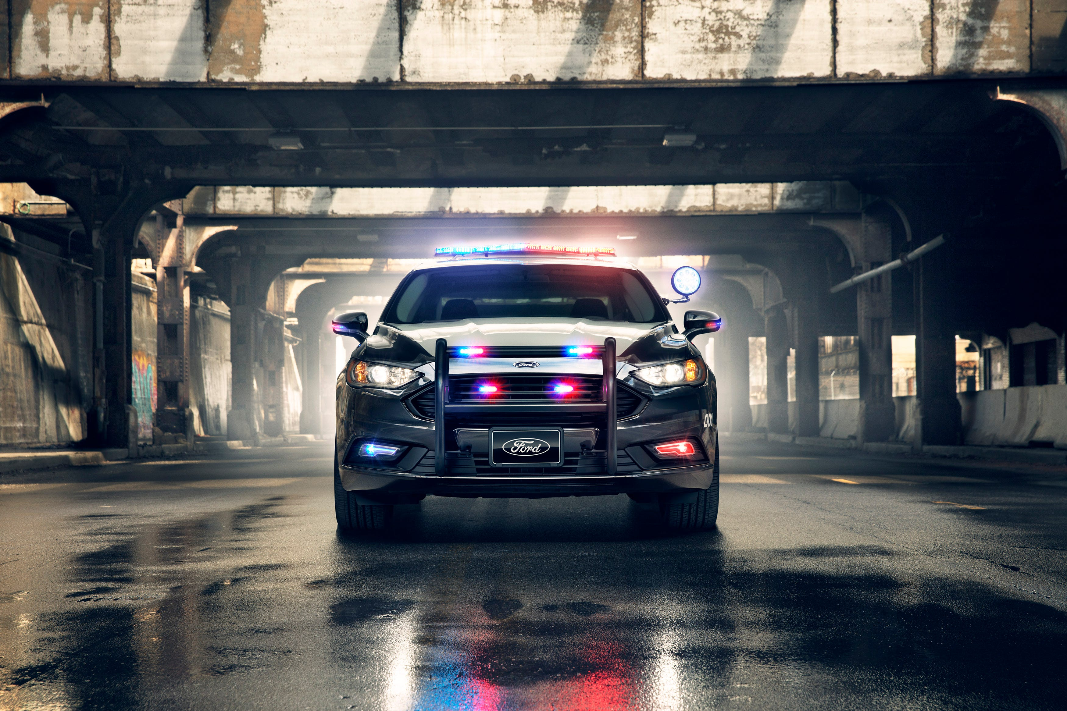 Ford unveils first u0027pursuit ratedu0027 hybrid police car for high-speed chases & Ford unveils first u0027pursuit ratedu0027 hybrid police car for high ... markmcfarlin.com