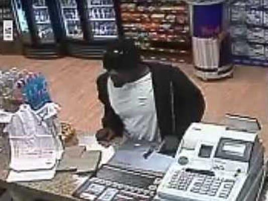 635519114514530283-suspect4