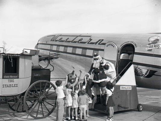 636495601574212902-n000727-Santa-in-Shorts-at-Airport-Dec-1946.jpg