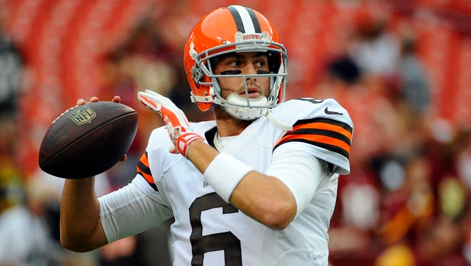 Cleveland Browns quarterback Brian Hoyer, shown warming up for Monday's exhibition game against Washington, was named the starter Wednesday by Coach Mike Pettine.