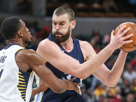 Indiana Pacers forward Thaddeus Young (21) guards Memphis