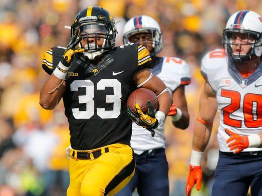 Iowa running back Jordan Canzeri runs the ball for