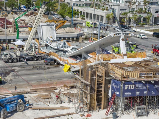 EPA USA MIAMI PEDESTRIAN BRIDGE COLLAPSED DIS ACCIDENTS (GENERAL) USA FL