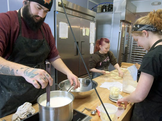 Glazin' baker/managers Rachel Gibson, right, and Kristen