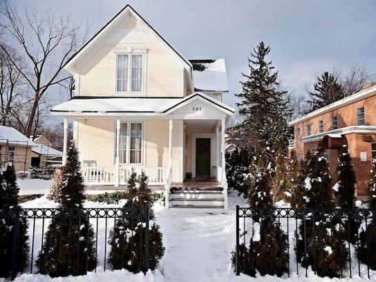 cobblestone-cottage-exterior