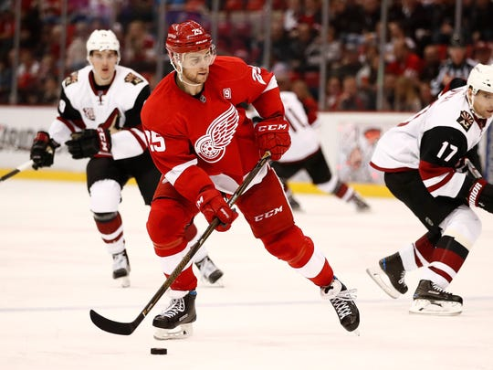 Red Wings defenseman Mike Green looks for a open teammate