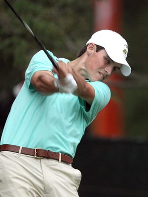 Pittsford's Gavin Hall is just one shot off the lead at the U.S. Amateur in Michigan.