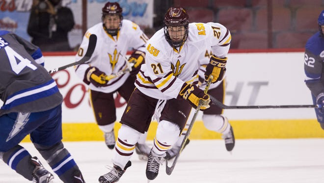 Arizona State redshirt junior forward David Norris (21) skates with the puck against Air Force at Gila River Arena in Glendale on Sunday, Oct. 16, 2016.
